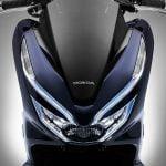 slide05 https://huglero.com/solid-state-batarya-nedir-elektrikli-otomobil/ Honda'nın PCX sınıfı motorlarına ilave ettiği dünyanın ilk seri üretim hibrid sistem entegre edilmiş motorlu (125cc ve daha düşük hacimli) scooter'ı PCX HYBRID tanıtıldı. Satışı Eylül ayında Japonya'da başlayacak.