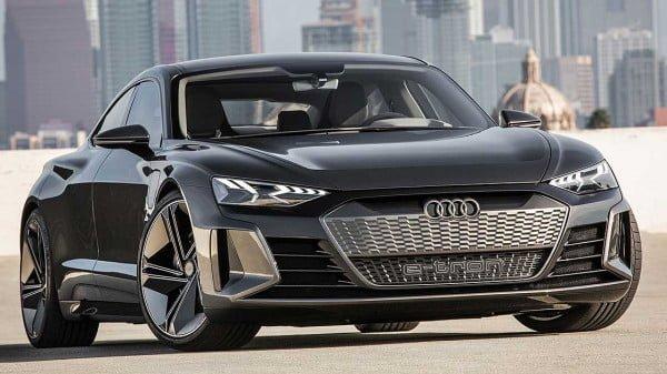 Audi e tron GT concept https://huglero.com/hyundai-elektrikli-otomobil-geri-cagirma/ Geçtiğimiz haftalarda gerçekleşen 2018 Los Angeles Otomobil Fuarı bir çok markanın konsept modeline ev sahipliği yapmıştı. Konsept otomobiller izlemesi gerçekten çok hoş modeller olarak karşımıza çıkıyor. Üretici firmanın gelecekteki çizgisini ve üreteceği otomobiller hakkındaki fikirlerini bize anlatabilmesi açısından da farklı bir öneme sahip. Kimi konsept otomobiller insanlarda hayranlık uyandıran güzellikte ve etkileyicilikte olup, kısa zaman sonra üretime dönüşürken, kimileri de hayal kırıklığına uğratıp çok da fazla beğeni toplayamıyor.