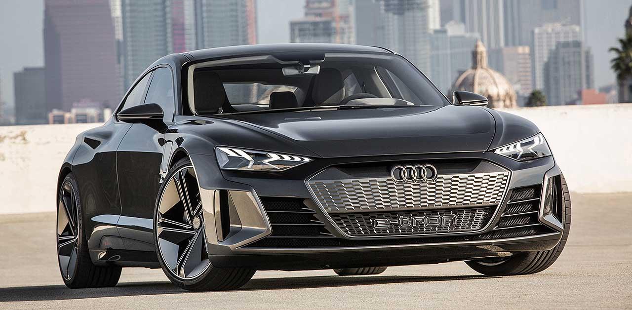 Audi e tron GT concept https://huglero.com/5-ton-cekebilen-640-km-menzilli-elektrikli-rivian-r1t-pick-up-tanitildi/ Geçtiğimiz haftalarda gerçekleşen 2018 Los Angeles Otomobil Fuarı bir çok markanın konsept modeline ev sahipliği yapmıştı. Konsept otomobiller izlemesi gerçekten çok hoş modeller olarak karşımıza çıkıyor. Üretici firmanın gelecekteki çizgisini ve üreteceği otomobiller hakkındaki fikirlerini bize anlatabilmesi açısından da farklı bir öneme sahip. Kimi konsept otomobiller insanlarda hayranlık uyandıran güzellikte ve etkileyicilikte olup, kısa zaman sonra üretime dönüşürken, kimileri de hayal kırıklığına uğratıp çok da fazla beğeni toplayamıyor.