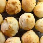 peynirli ekmek https://huglero.com/tag/saglikli-gidalar/ Evde ekmek yapımı tarifleri aslında farklılık arayanlara, en lezzetli ev yapımı ekmek tarifi nasıl olur merak edenlerin mutlaka denediği tariflerindendir. Enfes bir glütensiz ekmek yapımını merak ediyorsanız Brezilya peynirli ekmek tarifi, Pao de Queijo sizlerle. Uzaklardan gelen bu ekmek tarifinin aslında yapılış itibariyle çok kolay.