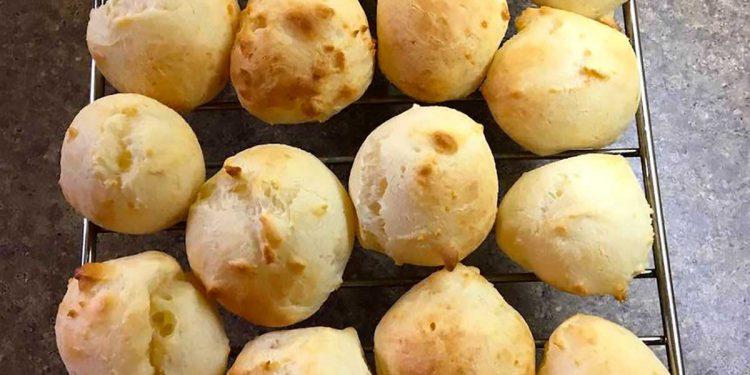 peynirli ekmek https://huglero.com/brezilya-peynirli-ekmek-tarifi-pao-de-queijo/ Evde ekmek yapımı tarifleri aslında farklılık arayanlara, en lezzetli ev yapımı ekmek tarifi nasıl olur merak edenlerin mutlaka denediği tariflerindendir. Enfes bir glütensiz ekmek yapımını merak ediyorsanız Brezilya peynirli ekmek tarifi, Pao de Queijo sizlerle. Uzaklardan gelen bu ekmek tarifinin aslında yapılış itibariyle çok kolay.