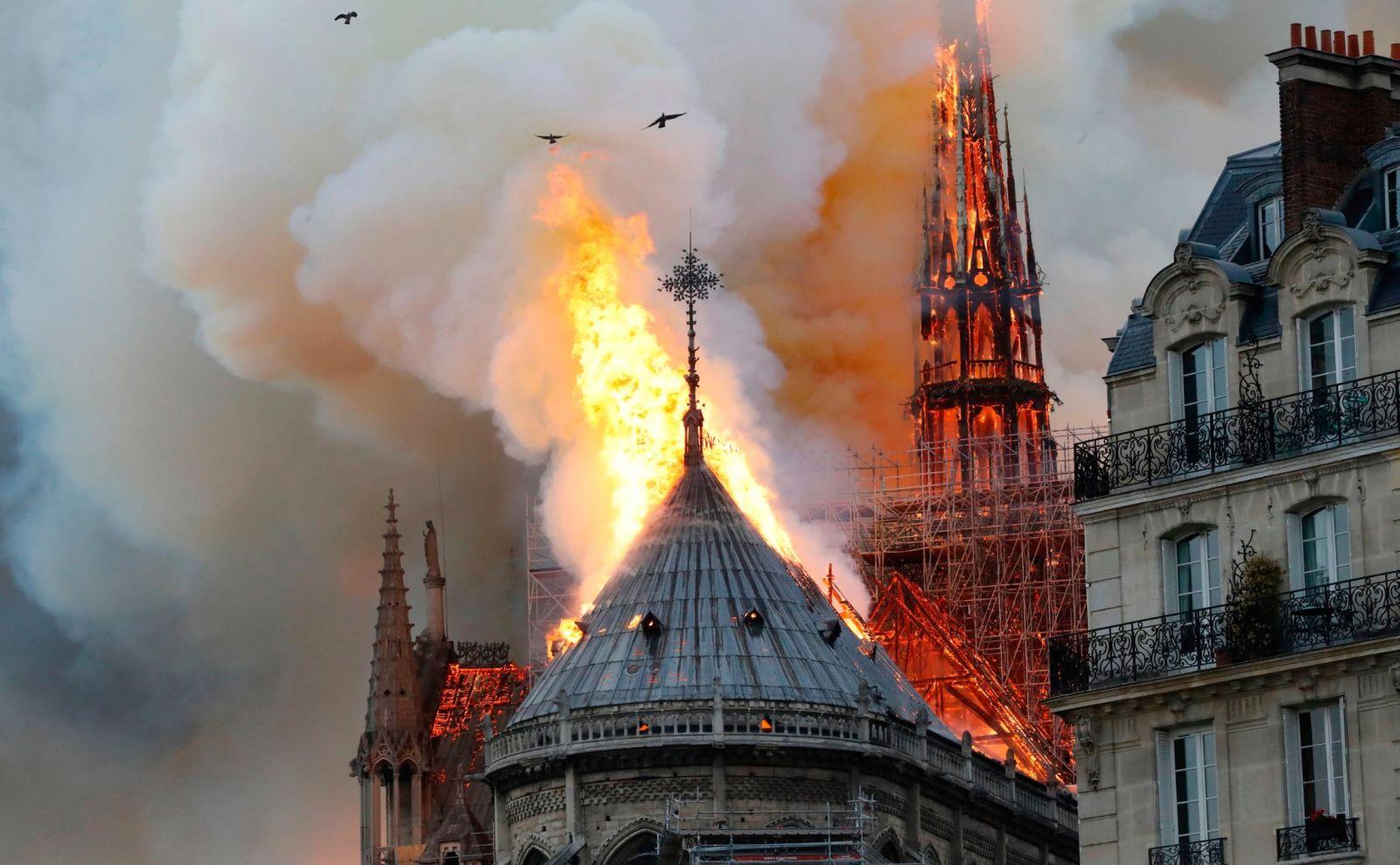 notredam katedral yangını https://huglero.com