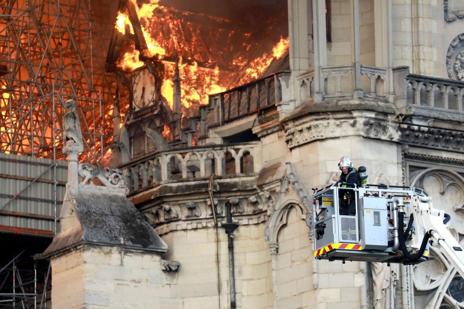 notre-dame katedrali yangını nasıl çıktı https://huglero.com