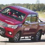 ToyotaTest https://huglero.com/jaguarlar-gercekte-ne-kadar-tehlikeli/ Otomobil satın alacak arkadaşların en çok merak ettiği sorulardan birisi de, araca duyulan güvenle bire bir ilgili olan bir konu... Yüksek süratlerde viraj hakimiyeti sağlaması, bozuk zeminlerde aracın anında tepki vererek kendini toparlaması olarak düşündüğümüz, otomobillerin yol tutuş yetenekleridir.