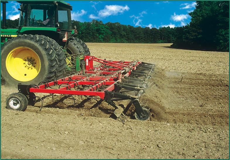 image 12 https://huglero.com/misir-ekimi-oncesi-toprak-hazirligi-nasil-yapilir/ Mısır ekimi öncesi toprak hazırlığı nasıl yapılır? En ideal hazırlık ve ekim sürecini bugün sizlerle paylaşmaya çalışacağım. Dünyada en çok ekilen 3. bitki tohumu, en çok yetiştirilen 1. bitki olan mısır bitkisi dünya üzerinde en çok kullanılan ürünlerden birisidir. Bir çok farklı sektörde kullanılan bu ürünün kullanıcıya ulaşabileceği son haline gelmeden önce yapılan bir yığın emek ve hazırlık süreci vardır.