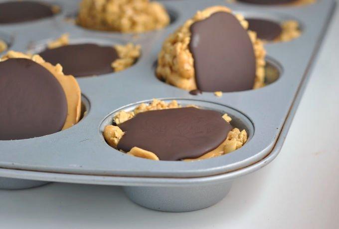 saglikli cupcake tarifi Fıstık Ezmeli Granola Kalıpları | 10 Dakikada Pişirmeden Kolayca Yapılan Tatlı | fıstık ezmeli granola https://huglero.com