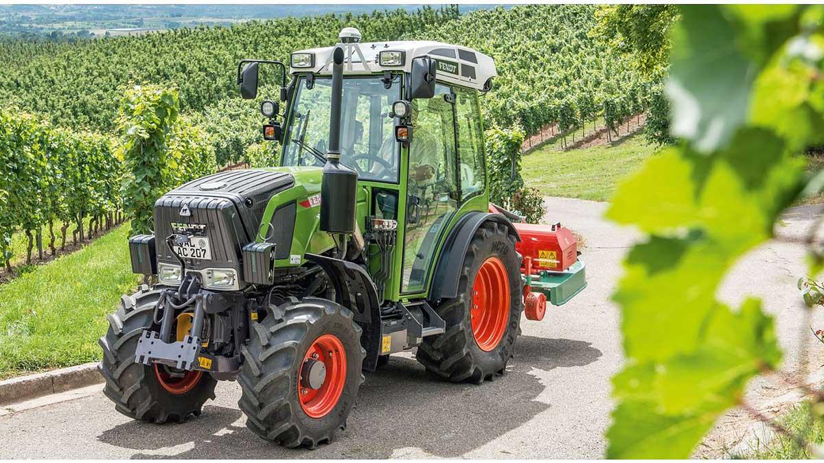 Fendt 211 p vario 1 https://huglero.com/2020-en-iyi-bahce-traktoru/ En iyi bahçe traktörü hangisi seçebilmek hele bu konuda tavsiye vermek oldukça güç. Sadece küçük bir traktör için değil, başka bir aracı seçmek için de öncelikle ihtiyacın ne olduğunun belirlenmesi ve aracın özelliklerinin ona göre seçilmesi gerektiği elbette malum. Traktörler de özelliklerine göre çeşit çeşit farklı yapıdalar ve genellikle tarla tipi ve bahçe tipi traktör olarak ayrılıyorlar. Peki Türkiye'de 2020 yılında seçebileceğimiz en iyi bahçe traktörleri hangileri?