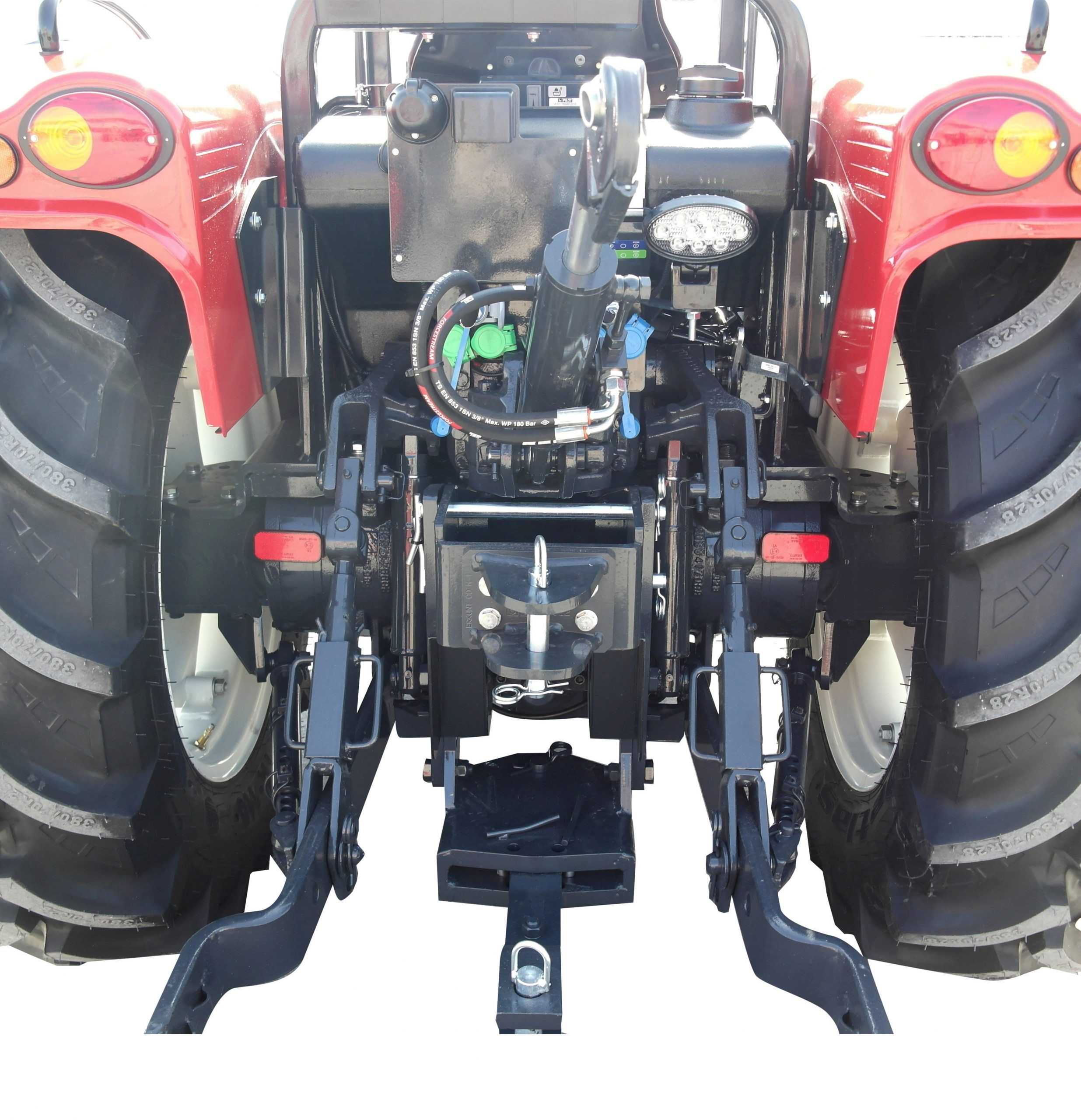 Kiymet95MLuks 4WD 03 scaled https://huglero.com/2020-en-iyi-bahce-traktoru/ En iyi bahçe traktörü hangisi seçebilmek hele bu konuda tavsiye vermek oldukça güç. Sadece küçük bir traktör için değil, başka bir aracı seçmek için de öncelikle ihtiyacın ne olduğunun belirlenmesi ve aracın özelliklerinin ona göre seçilmesi gerektiği elbette malum. Traktörler de özelliklerine göre çeşit çeşit farklı yapıdalar ve genellikle tarla tipi ve bahçe tipi traktör olarak ayrılıyorlar. Peki Türkiye'de 2020 yılında seçebileceğimiz en iyi bahçe traktörleri hangileri?