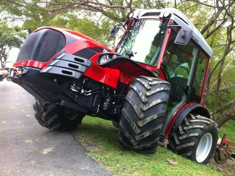 antonio carraro 2 https://huglero.com/2020-en-iyi-bahce-traktoru/ En iyi bahçe traktörü hangisi seçebilmek hele bu konuda tavsiye vermek oldukça güç. Sadece küçük bir traktör için değil, başka bir aracı seçmek için de öncelikle ihtiyacın ne olduğunun belirlenmesi ve aracın özelliklerinin ona göre seçilmesi gerektiği elbette malum. Traktörler de özelliklerine göre çeşit çeşit farklı yapıdalar ve genellikle tarla tipi ve bahçe tipi traktör olarak ayrılıyorlar. Peki Türkiye'de 2020 yılında seçebileceğimiz en iyi bahçe traktörleri hangileri?