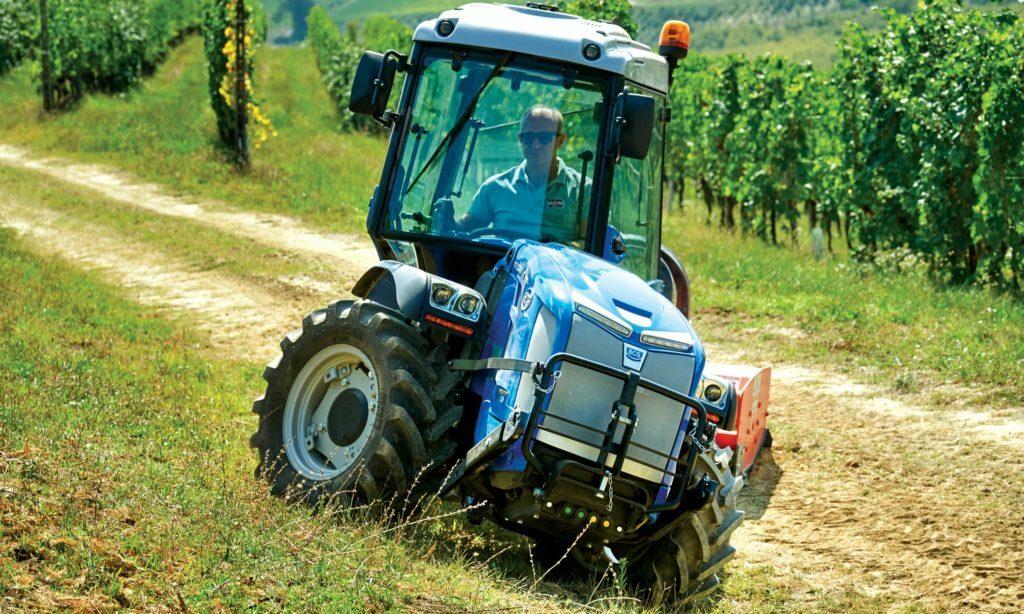 bcs volcan k105 4 https://huglero.com/2020-en-iyi-bahce-traktoru/ En iyi bahçe traktörü hangisi seçebilmek hele bu konuda tavsiye vermek oldukça güç. Sadece küçük bir traktör için değil, başka bir aracı seçmek için de öncelikle ihtiyacın ne olduğunun belirlenmesi ve aracın özelliklerinin ona göre seçilmesi gerektiği elbette malum. Traktörler de özelliklerine göre çeşit çeşit farklı yapıdalar ve genellikle tarla tipi ve bahçe tipi traktör olarak ayrılıyorlar. Peki Türkiye'de 2020 yılında seçebileceğimiz en iyi bahçe traktörleri hangileri?