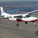 maxresdefault https://huglero.com/tag/organik-tarim/ Dünyanın en büyük tamamen elektrikli ticari uçağı olan ve magniX ve AeroTEC firmaları tarafından geliştirilen Cessna Grand Caravan 208B tipi elektrikli uçak, başarılı bir şekilde uçuruldu. eCaravan'ın 750 beygir güç üreten (560 kW) elektrikli uçak motoru magni500 tahrik sisteminden gücünü alan uçağın bu başarılı uçuşu, geçtiğimiz gün Washington, Moses Lake'deki Grant County Uluslararası Havalimanı'ndaki (KMWH) AeroTEC Uçuş Test Merkezinde gerçekleştirildi.