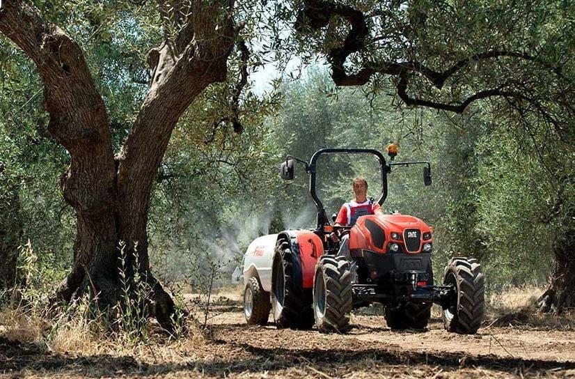 traktor SAME Explorer TB 105 Traktor bayi̇ bahce traktorleri SAME https://huglero.com/2020-en-iyi-bahce-traktoru/ En iyi bahçe traktörü hangisi seçebilmek hele bu konuda tavsiye vermek oldukça güç. Sadece küçük bir traktör için değil, başka bir aracı seçmek için de öncelikle ihtiyacın ne olduğunun belirlenmesi ve aracın özelliklerinin ona göre seçilmesi gerektiği elbette malum. Traktörler de özelliklerine göre çeşit çeşit farklı yapıdalar ve genellikle tarla tipi ve bahçe tipi traktör olarak ayrılıyorlar. Peki Türkiye'de 2020 yılında seçebileceğimiz en iyi bahçe traktörleri hangileri?