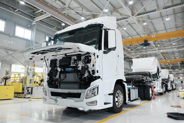 hidrojen yakıt hücreli araçlar- hidrojen yakıtlı Hyundai xcient tır https://huglero.com