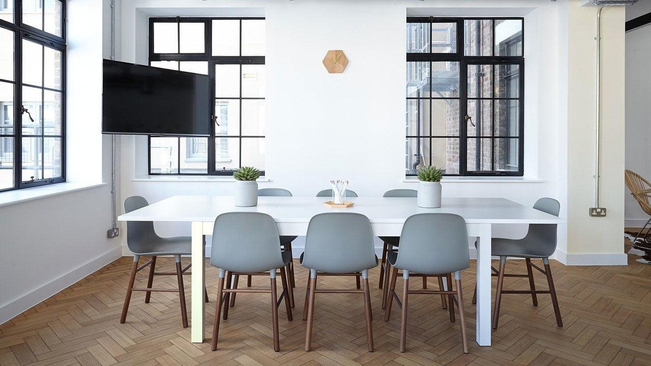 Güneşten mobilya sararması neden olur ve sararan mobilyalar nasıl beyazlatılır https://img.huglero.com
