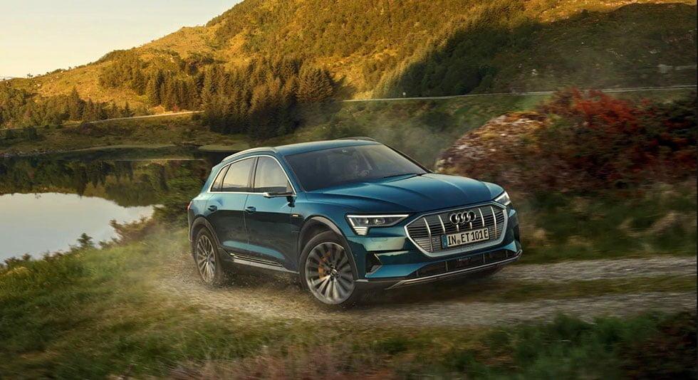 Audi e-tron bağımsız süspansiyonlu elektrikli araba https://huglero.com