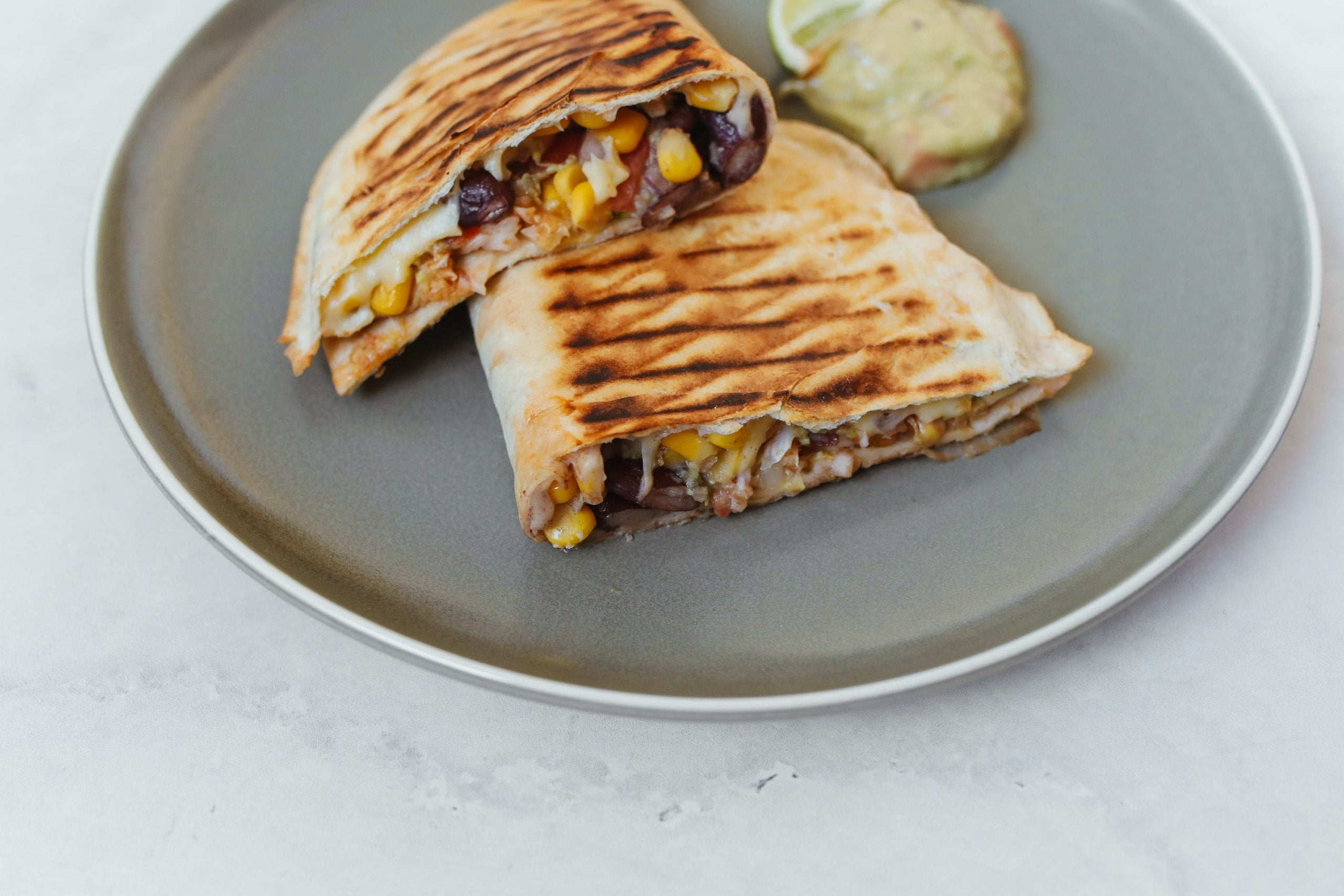 En lezzetli Meksika usülü yemeklerden birisi olan Burritto tarifi. Burritto dürümü nasıl yapılır? https://huglero.com