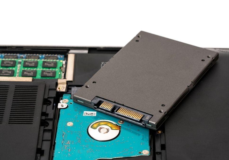 Eski bilgisayar nasıl hızlanır? eski bilgisayara ssd takmak ve bir kaç işlemle 5 kat daha hızlı bilgisayar sahibi olunabilir https://huglero.com