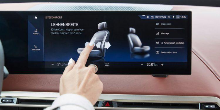2022 BMW iX xDrive50 özellikleri iç panel ve ekran büyüklüğü https://huglero.com