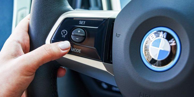 2022 BMW iX xDrive50 özellikleri direksyon kontrol paneli https://huglero.com