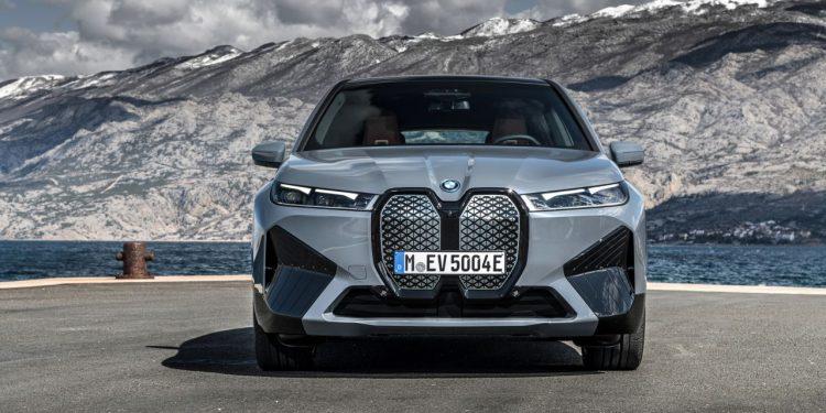 2022 BMW iX xDrive50 özellikleri önden görünüşü ve ön ızgaraları https://huglero.com
