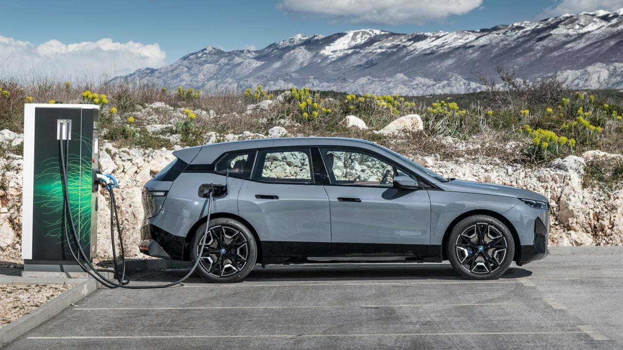 Elektrikli otomobiller ucuzlar mı? Teşvikle daha ucuza satılabilir mi? Elektrikli otomobillerin geleceği nasıl olacak? https://huglero.com