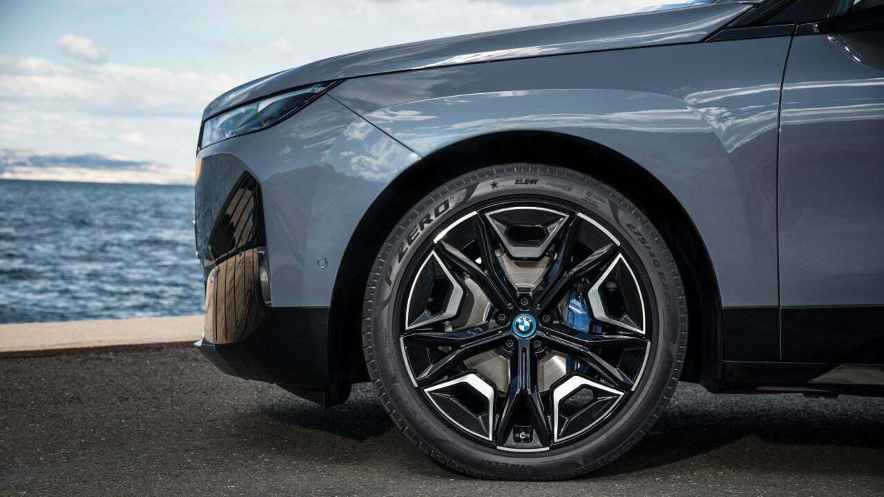 BMW iX xDrive50 Elektrikli https://huglero.com