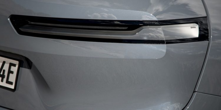 2022 BMW iX xDrive50 özellikleri, kapı kolu dizaynı https://huglero.com