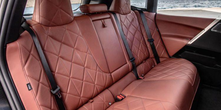 2022 BMW iX xDrive50 özellikleri iç mekan ve koltukları https://huglero.com